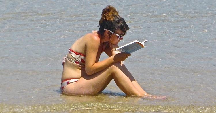 lukija vedessä.jpg